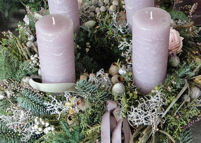 Grau-grüner Adventskranz