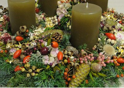 Blumiger Adventskranz