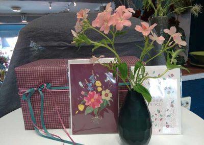 Geschenkpapier und Glückwunschkarten
